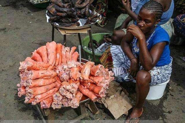 Hốt hoảng trước những thực phẩm nhìn thôi đã thấy sợ ở chợ châu Phi - 1