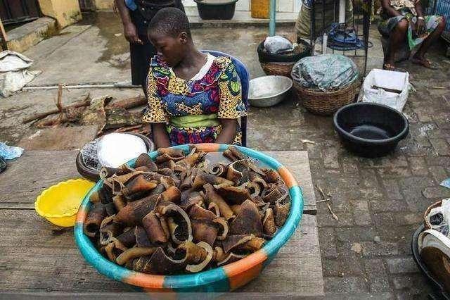 Hốt hoảng trước những thực phẩm nhìn thôi đã thấy sợ ở chợ châu Phi - 4