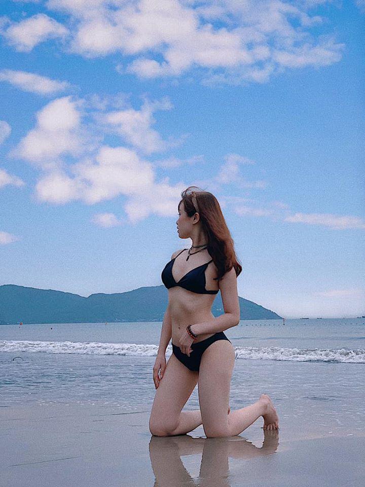 Bạn gái hotgirl của Văn Toàn liên tục tung ảnh bikini khoe 3 vòng