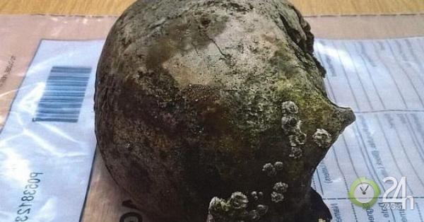 Anh: Đá quả bóng trên bờ biển, không ngờ là hộp sọ 2.800 năm tuổi