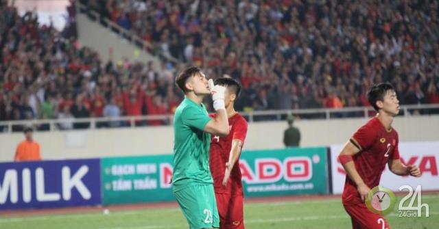 """""""Người nhện"""" Văn Lâm trổ tài, ĐT Việt Nam thở phào: Sao Thái Lan sút penalty thảm họa-Bóng đá 24h"""