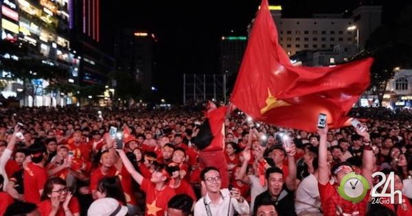 Việt Nam đấu Thái Lan, CĐV Sài Gòn bùng nổ với người nhện Văn Lâm