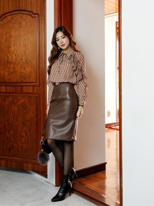 5 mẫu chân váy công sở hợp diện ngày lạnh - 5