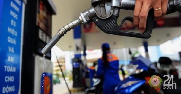 Giá xăng dầu giảm mạnh do lo ngại dư thừa nguồn cung