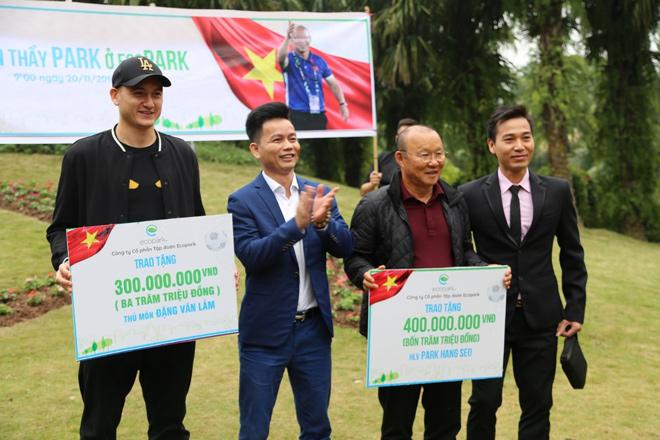 Cư dân Ecopark nồng nhiệt chào đón thầy trò HLV Park Hang Seo và thủ môn Đặng Văn Lâm - 5
