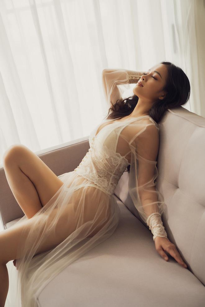 """BTV An Ninh TV chụp nội y trong suốt: """"Tôi không sexy nhất vì chưa đăng ảnh bikini"""" - 4"""