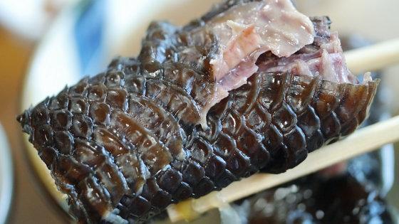 Nhắm mắt liều mình ăn thử đặc sản rắn độc ở Okinawa - 6