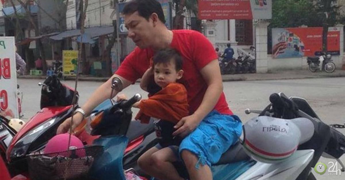 """""""Táo kinh tế"""" chở con trai trên xe máy cà tàng khiến người hâm mộ xôn xao - Ngôi sao"""