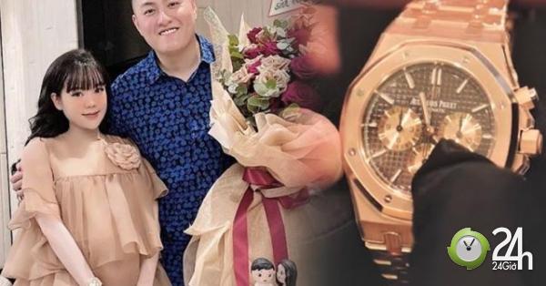 Cuộc sống ít biết của YouTuber và bà xã hot girl vừa tậu đồng hồ 2,5 tỷ đồng - Ngôi sao