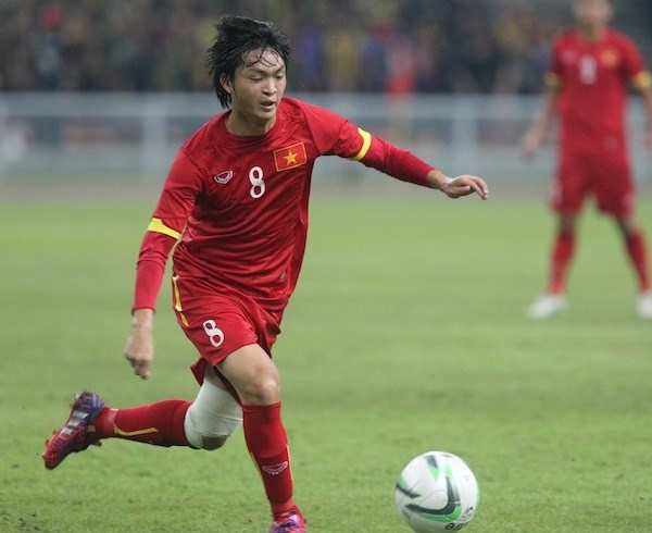 Tiền vệ Tuấn Anh tuyển Việt Nam ưa mặc lãng tử như sao Hàn Quốc