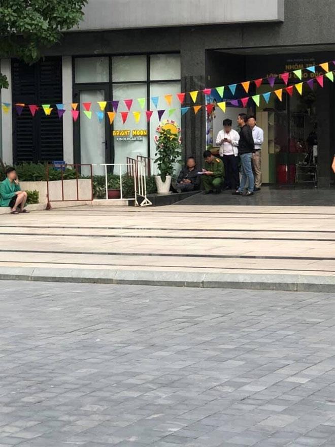 Hà Nội: Bé gái rơi từ tầng caochung cư Goldmark City xuống đất tử vong - 1