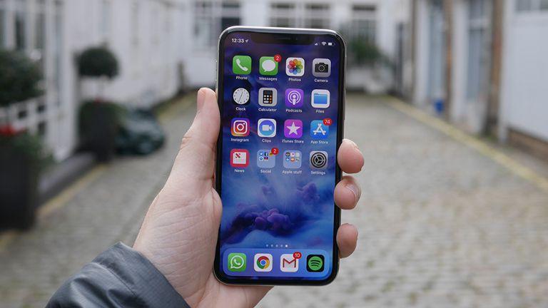 Đồng giá 12 triệu nên chọn iPhone 11 lock hay iPhone X? - 1