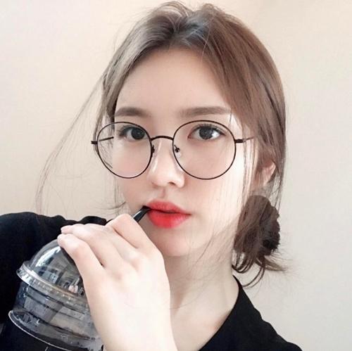 Những kiểu tóc xinh tôn nét đẹp của cô nàng đeo kính - 6