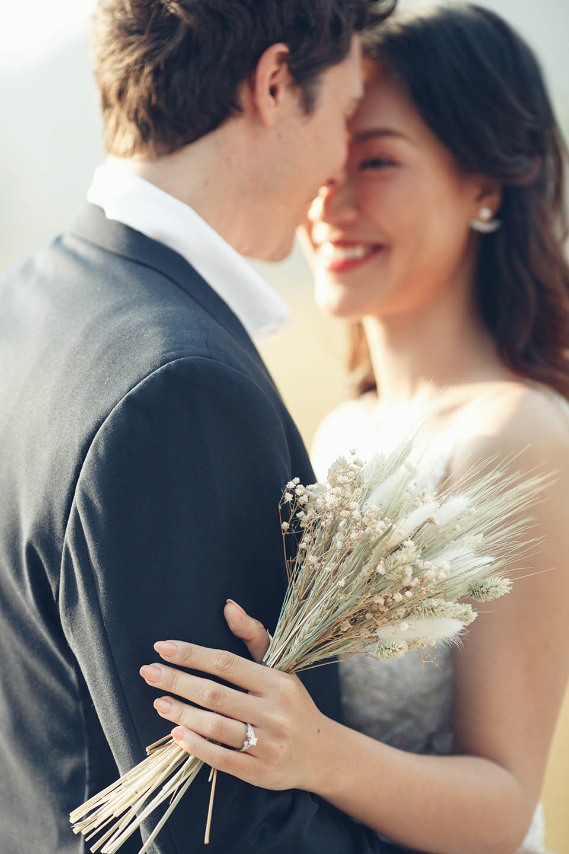 Hoàng Oanh tung ảnh cưới lãng mạn bên chồng Tây - 1