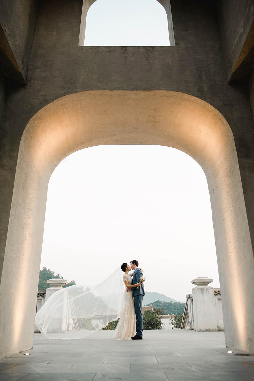 Hoàng Oanh tung ảnh cưới lãng mạn bên chồng Tây - 6
