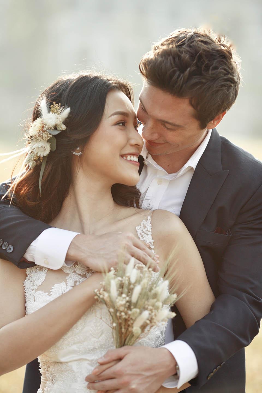 Hoàng Oanh tung ảnh cưới lãng mạn bên chồng Tây - 2