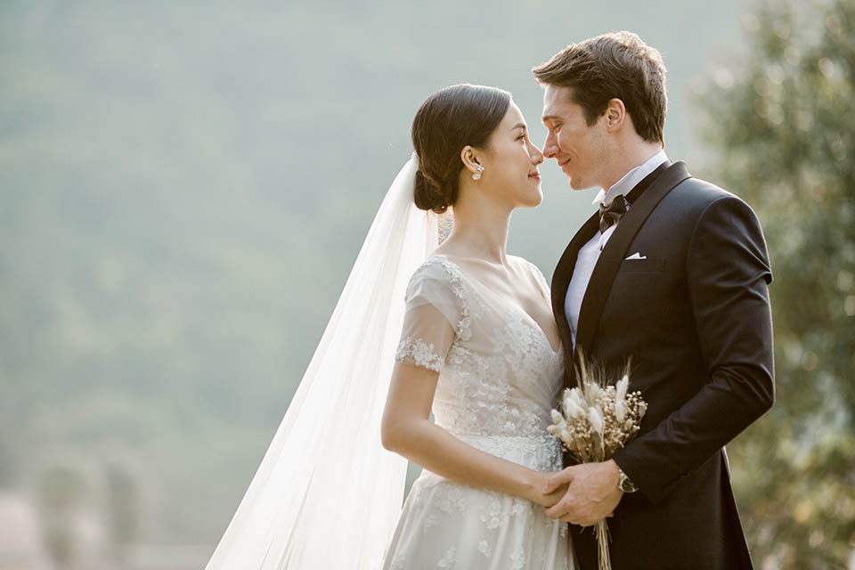 Hoàng Oanh tung ảnh cưới lãng mạn bên chồng Tây - 5