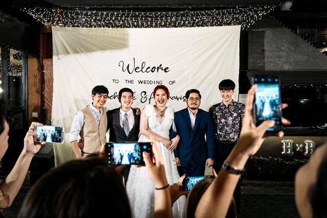 Cô dâu mời hẳn 3 người yêu cũ tới dự đám cưới, phản ứng của chú rể gây bất ngờ - 1