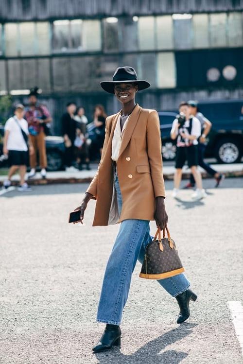 Quần jeans cũ mix với 6 kiểu áo này chỉ có đẹp trở lên - 3