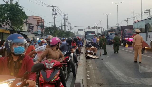 Kẹt xe khủng khiếp qua hiện trường vụ tai nạn chết người ở Sài Gòn