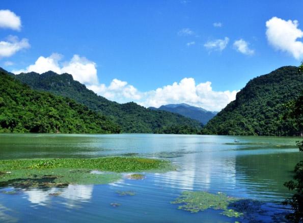 Những hồ nước cực đẹp tại Việt Nam