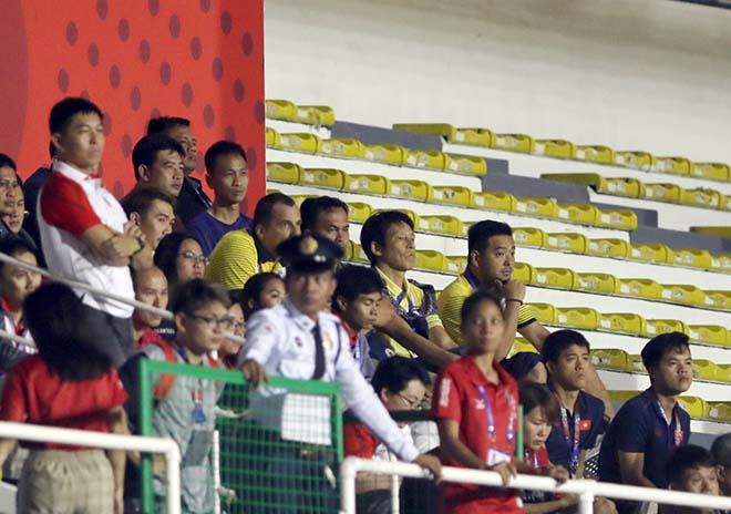 Siêu HLV của U22 Thái Lan thất vọng, bỏ về sau bàn thắng U22 Việt Nam