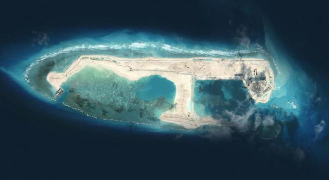 Biển Đông: Đảo nhân tạo phi pháp của Trung Quốc sắp chìm? - 1