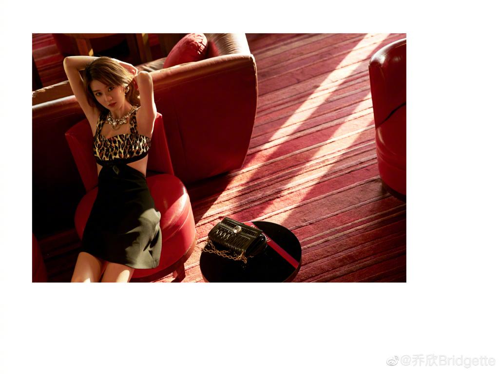 """""""Công chúa 9X Thượng Hải"""" giàu nhất showbiz Trung Quốc đẹp bởi kiểu """"con nhà tỷ phú"""" - 5"""