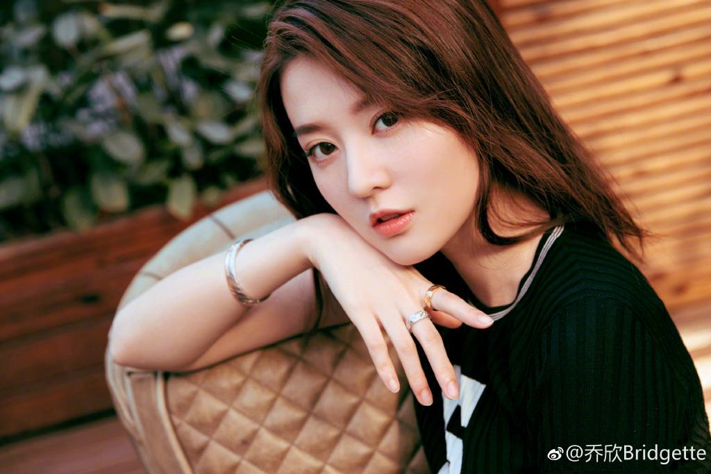 """""""Công chúa 9X Thượng Hải"""" giàu nhất showbiz Trung Quốc đẹp bởi kiểu """"con nhà tỷ phú"""" - 8"""