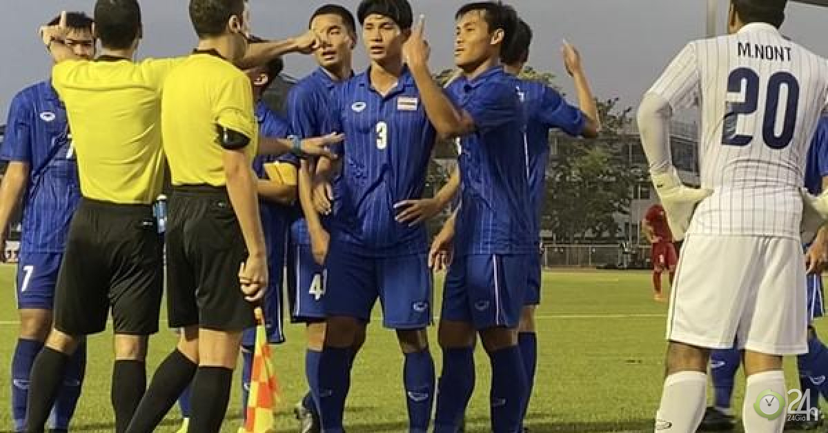 """Cầu thủ Thái Lan quát trọng tài: """"Ông là người Việt Nam đúng không?""""-Thế giới"""