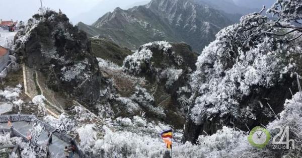Ảnh: Nhiệt độ giảm xuống -8 độ C, tuyết rơi trắng xóa trên đỉnh Fansipan - Tin tức 24h