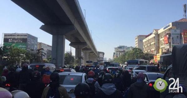 Hà Nội: Ùn tắc khủng khiếp sau vụ tai nạn 2 người chết trên đường Nguyễn Trãi - Tin tức 24h
