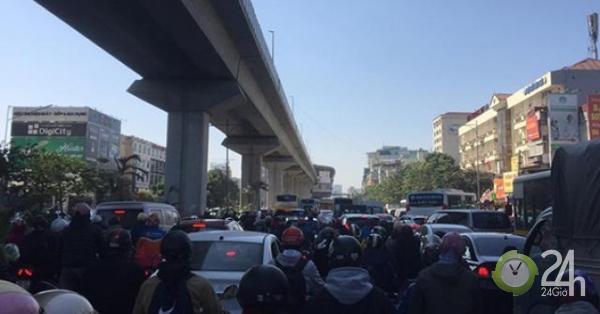 HN: Ùn tắc khủng khiếp sau vụ tai nạn 2 người chết trên đường Nguyễn Trãi - Tin tức 24h