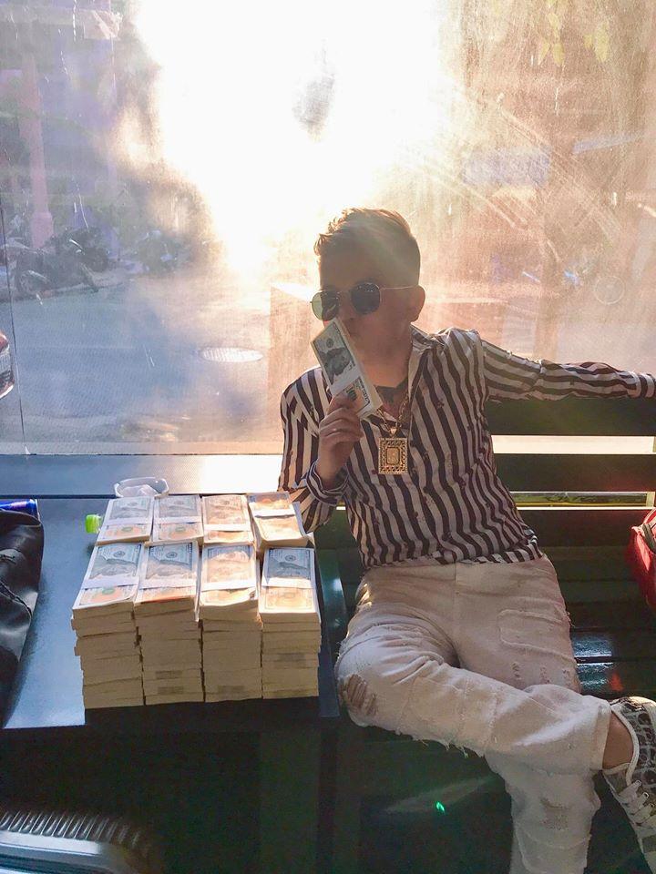 Cu Thóc thành triệu phú đô la, khoe chồng tiền cao ngất sau scandal bị bắt trong quán karaoke? - 1