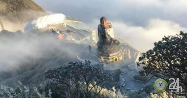 Ảnh: Băng giá phủ trắng vạn vật, đỉnh Fansipan đẹp đến nao lòng - Tin tức 24h