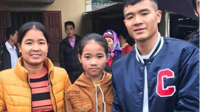 Mẹ Đức Chinh suýt ngất vì hiểu nhầm con trai không được đá chung kết - 2