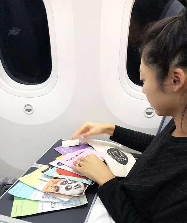 3 chuyên gia Hàn Quốc dạy cách giữ da mềm mại trên máy bay - 4