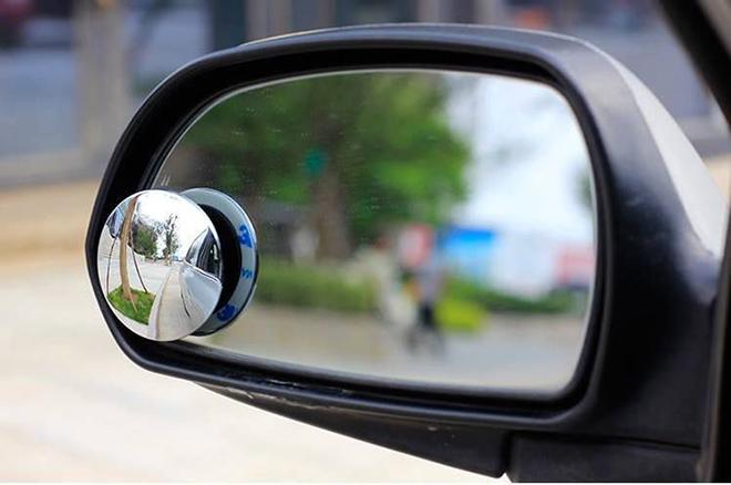 Hiểu rõ về công năng và cách sử dụng gương xóa điểm mù trên ô tô - 1