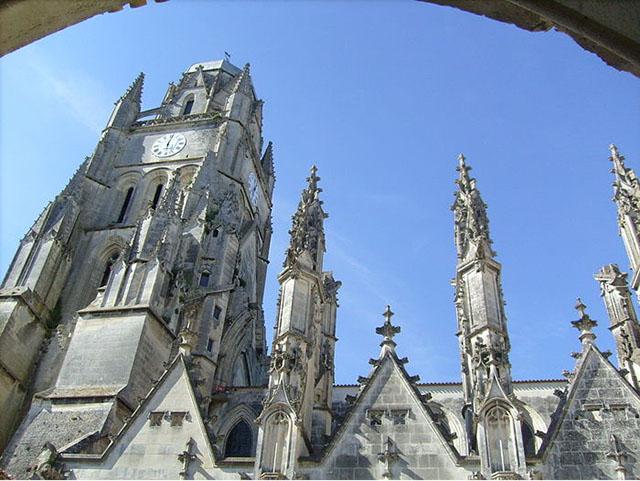 Thị trấn cổ này cực kỳ xinh đẹp nhưng lại có một cái tên rất nhạy cảm - hình ảnh 3