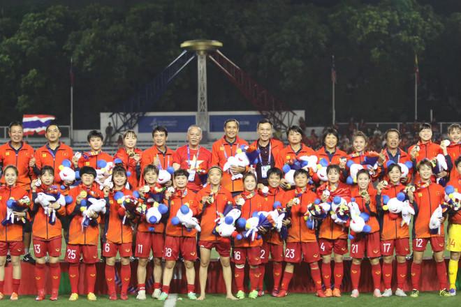 Đội tuyển bóng đá nữ Việt Nam nhận thưởng gần 10 tỷ sau khi thắng Thái Lan, giành HCV SEA Games - Ảnh 1.