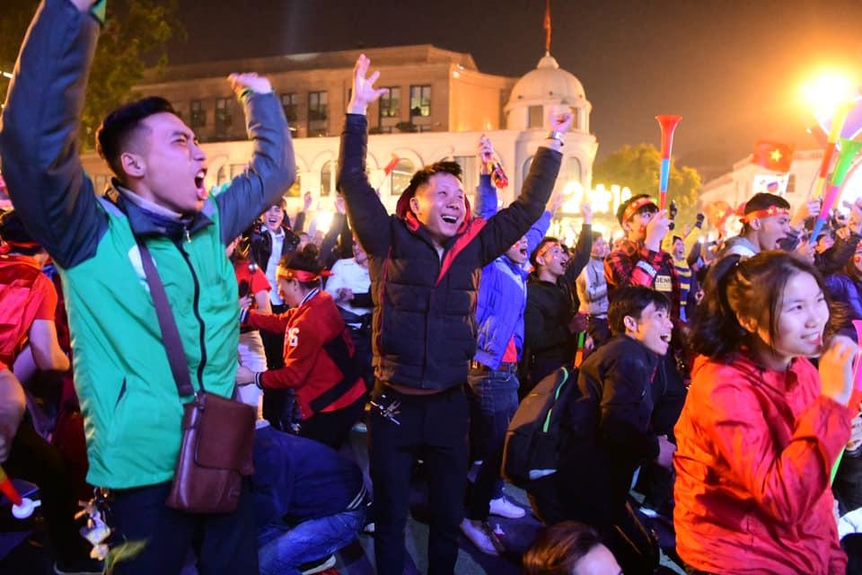 """Triệu con tim """"tan chảy"""" khi U22 Việt Nam """"nổ 3 phát súng"""" xé lưới U22 Indonesia - 9"""