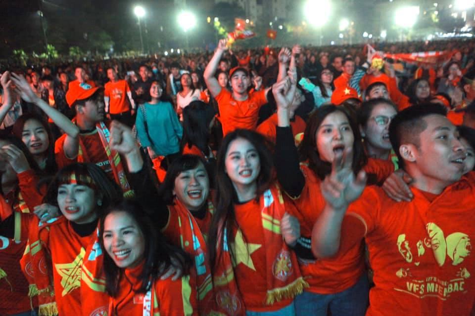 """Triệu con tim """"tan chảy"""" khi U22 Việt Nam """"nổ 3 phát súng"""" xé lưới U22 Indonesia - 14"""
