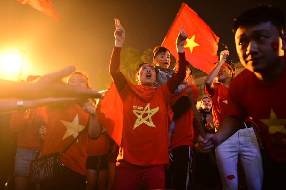 """Triệu con tim """"tan chảy"""" khi U22 Việt Nam """"nổ 3 phát súng"""" xé lưới U22 Indonesia - 16"""