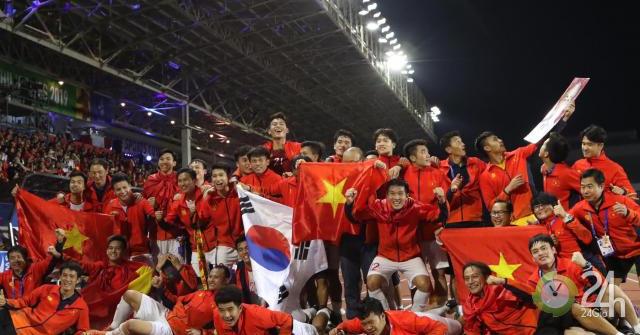 U22 Việt Nam tưng bừng ăn mừng HCV SEA Games: Thầy trò Park Hang Seo vinh danh lịch sử