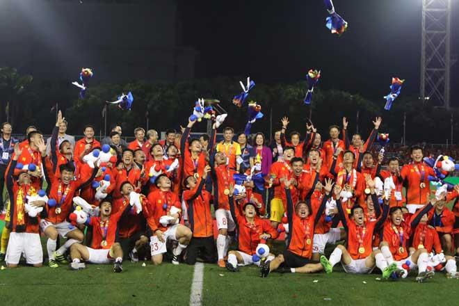 Bầu Đức ở đâu khi U22 Việt Nam cùng HLV Park Hang-seo đăng quang tại SEA Games 30? - 1