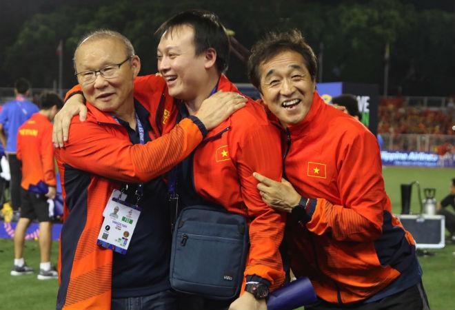 Họp báo U22 Việt Nam sau chung kết SEA Games: Thầy Park vắng mặt, trợ lý nói lời tâm can