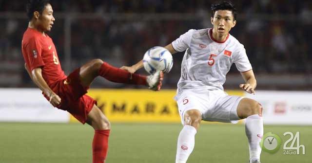 """Văn Hậu """"ra đòn"""" kín khiến SAO U22 Indonesia rời sân: May mắn thoát thẻ-Bóng đá 24h"""