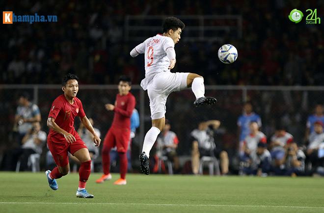 Thầy Park bị thẻ đỏ, Đức Chinh hóa Ronaldo