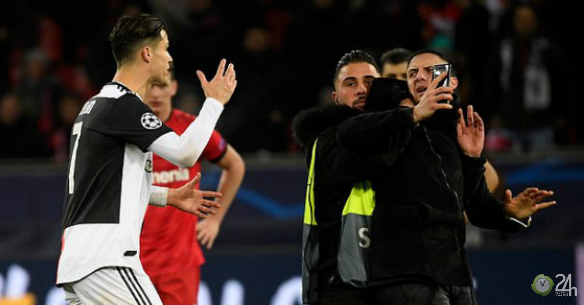 Ronaldo đáp trả cực gắt khi bị fan cuồng bóp cổ ở Champions League-Bóng đá 24h