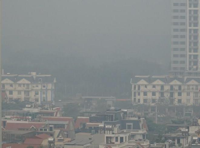 """Không khí tại Hà Nội ở ngưỡng """"rất có hại cho sức khỏe mọi người"""" - 2"""